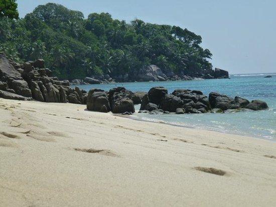 Au Fond de Mer View: charming beach nearby our apartment 2