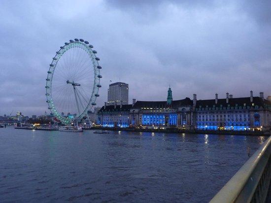 Park Plaza Westminster Bridge London: Vue de London eye en revenant vers l'hôtel sur Westminster bridge