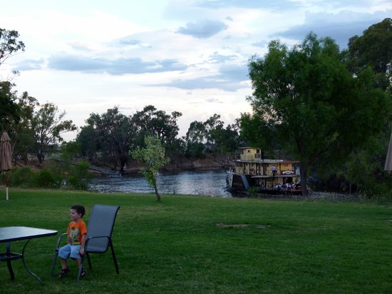 Cadell on the Murray: P.S Emmylou Passing By