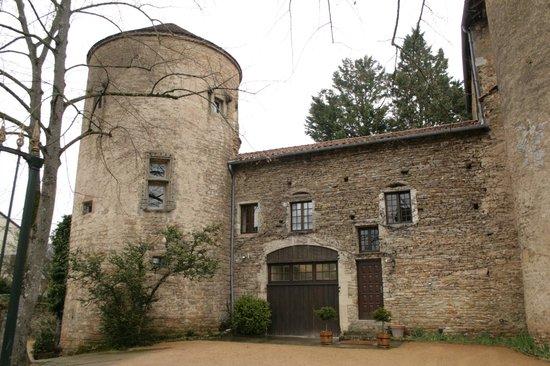 """Chateau d'Ige: La suite """"Tour du guet est dans la tour gauche du Château d'Igé"""