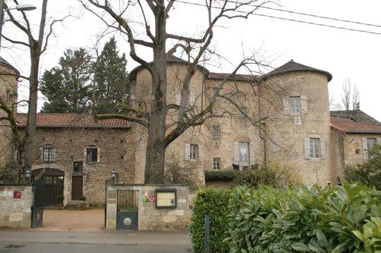 Chateau d'Ige: Château d'Igé depuis la rue