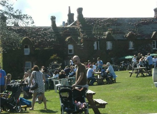 The Bankes Arms Country Inn: Busy on nice days