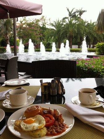 Renaissance Sanya Resort & Spa: breakfast at the terrace