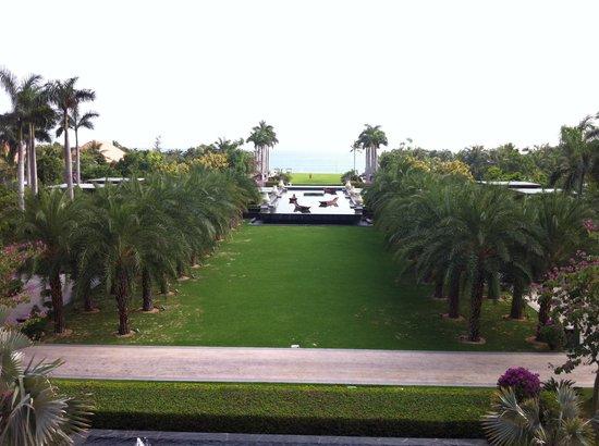Renaissance Sanya Resort & Spa: View from the Lobby