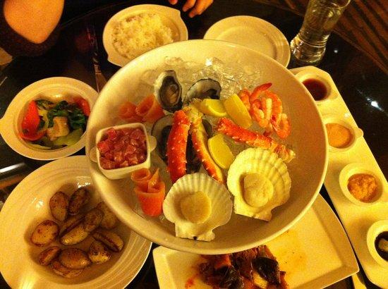 Renaissance Sanya Resort & Spa: Seafood Platter at the Seafood Market restaurant in Renaissance