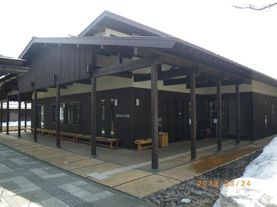 Mayumi Takahashi Doll Museum: 外観(まだ雪がありました。)