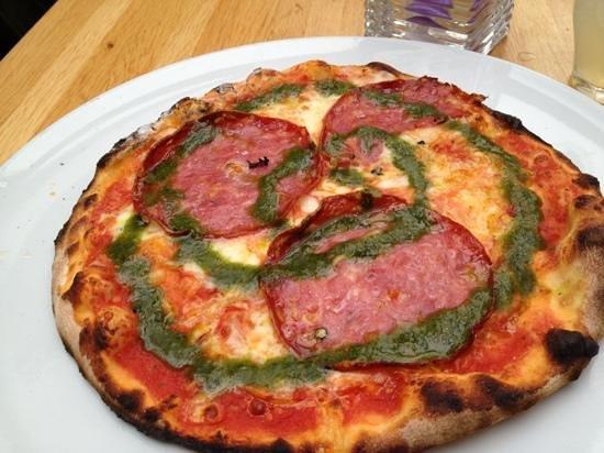 Pastanini: salami pizza