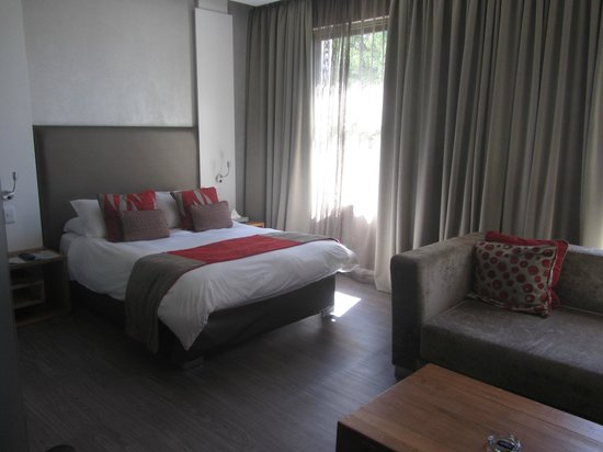 Protea Hotel by Marriott Cape Town Waterfont Breakwater Lodge: Business-Suite