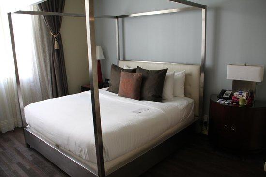 Alexis Hotel - a Kimpton Hotel: Room