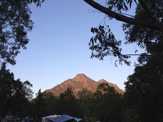 Mt Barney Lodge Country Retreat: sunrise Mt Barney! beautiful