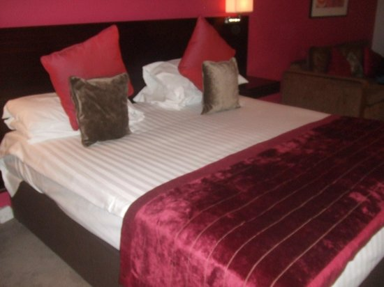 Hallmark Hotel Aberdeen Airport: The lovely comfortable bed