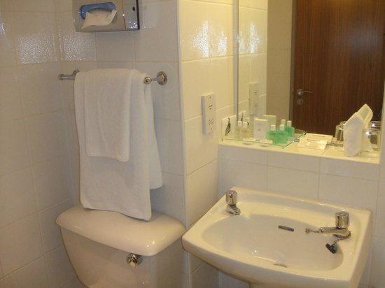 Hallmark Hotel Aberdeen Airport: bathroom