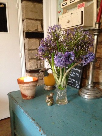 Stamford Lodge Guest House: Breakfast side table