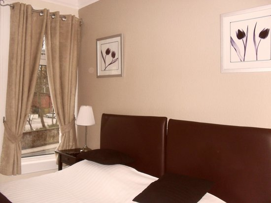 Tastefully decorated en-suite double at Ivy Mount Guest House Eccles