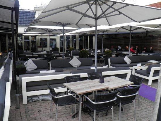 Grand cafe van Heeckeren: Heated terrace