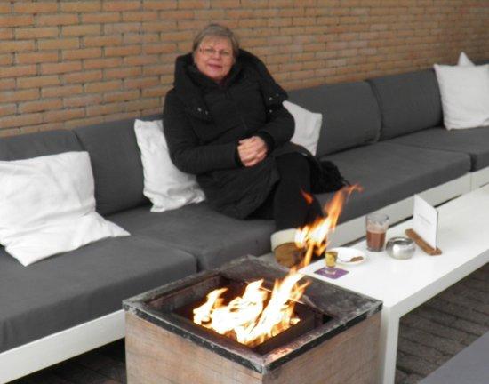 Grand cafe van Heeckeren: Heated terrace (Spring, but freezing!!!)