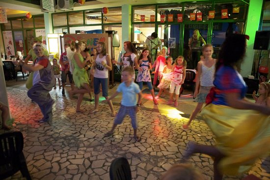 Splendid Golden Rocks Resort: mini disco