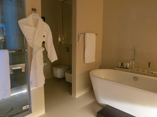 JW Marriott Marquis Hotel Dubai: Bathroom