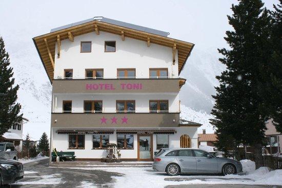 Hotel Toni: Hausfront Bergseite