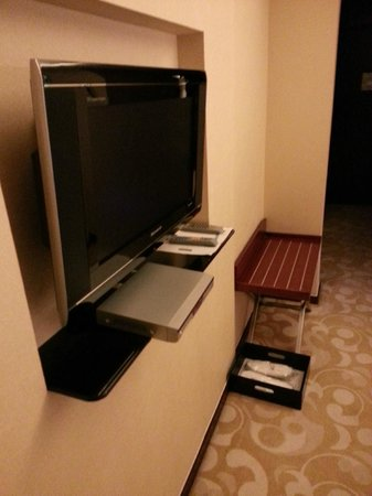 Pullman Beijing South: Reciever on small board. Shoe box style suitcase stand