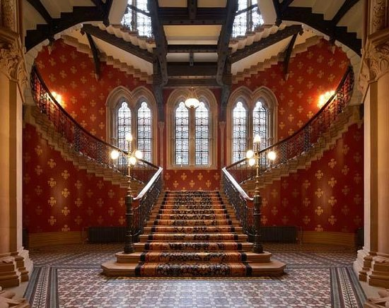 St. Pancras Renaissance Hotel London: The Grand Staicase