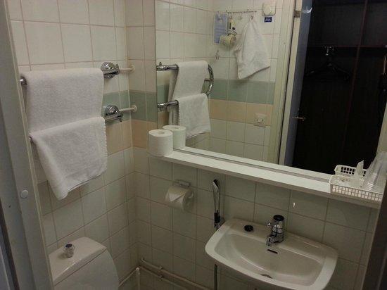 Anna Hotel: Bathroom