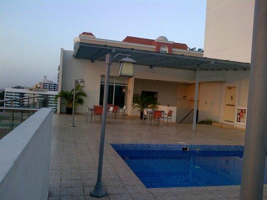 Clarion Victoria Hotel and Suites Panama: ZONA DE PISCINA Y GYM