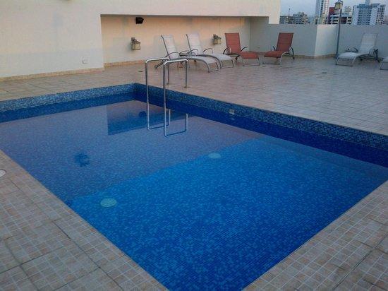 Clarion Victoria Hotel and Suites Panama: PISCINA