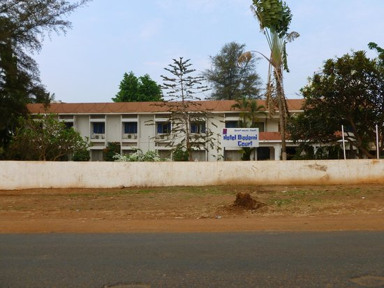 Hotel Badami Court: View from the road
