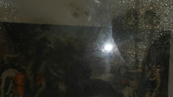 Grand Metropole Hotel: mold inside picture on wall