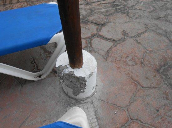 Allegro Papagayo: Deck area around pool