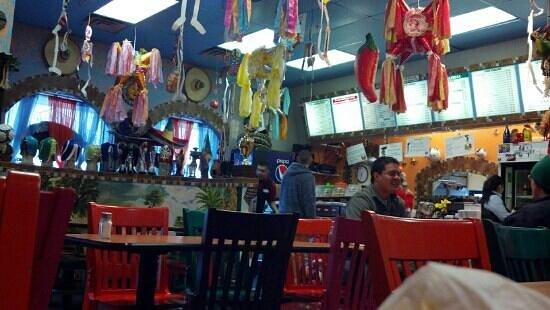 El Carambas: lively decor