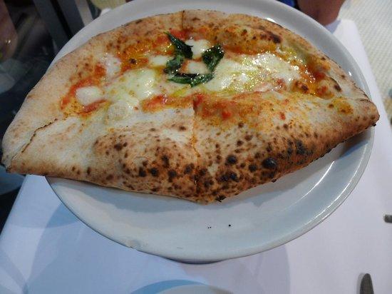Lucio Pizzeria : The super yummy pizza lucio
