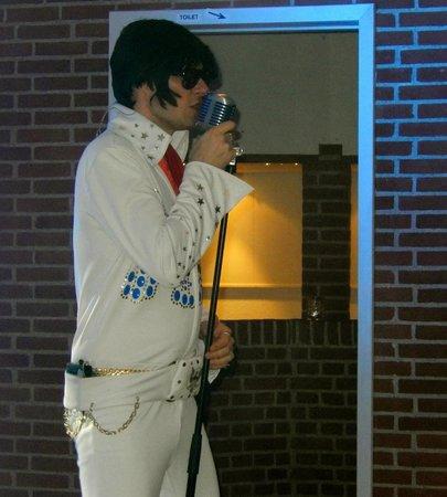 Højer, Danmark: Michael optrådte som Elvis