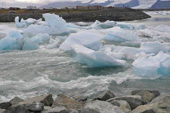 جوكالسارلون لاجون: Ice floating into the ocean