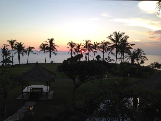 Pan Pacific Nirwana Bali Resort: Another gorgeous Bali Sunset - viewed from the Sunset Bar