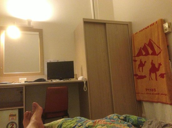 Hides Hotel Cairns: My basic room