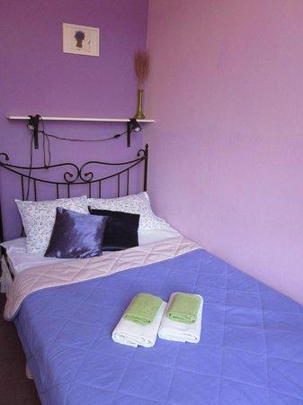 ذا سيكريت الجاردن هوستل: Habitación preciosa y cómoda