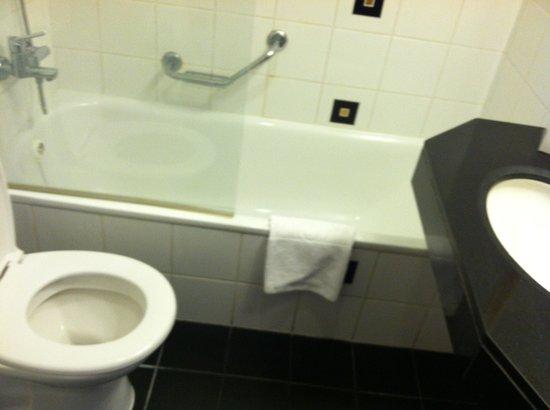 Hotel Prima Tel-Aviv: Bathroom