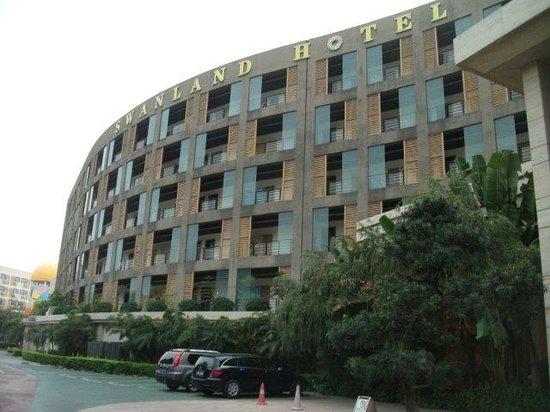 Swan Land Hotel: Hotel facade