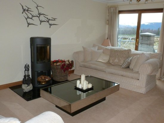 Aviemore Hillside Lodge: The Guest Lounge with views of The Cairngorms