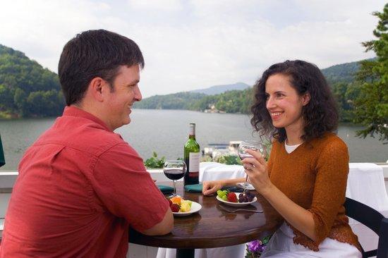 Rumbling Bald Resort on Lake Lure: Lakeview Restaurant overlooking Lake Lure