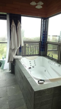 Hapuku Lodge: Love the spa bath!
