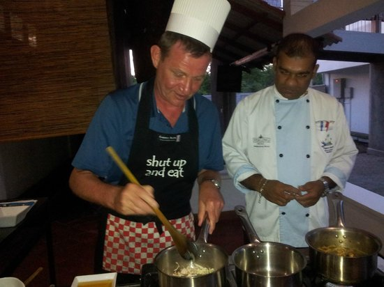 Pigeon Island Beach Resort: cooking class with chef alex