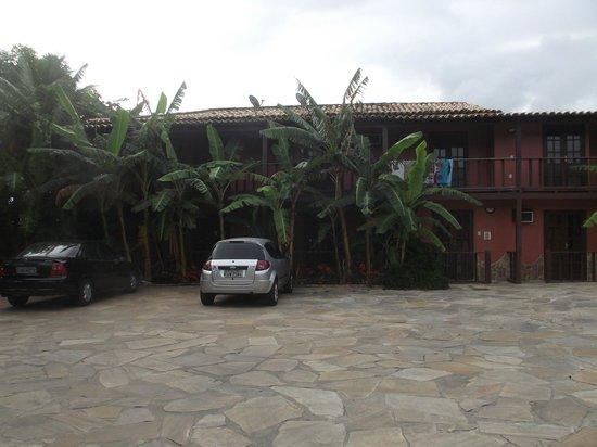 Pousada Alcobara : estacionamento
