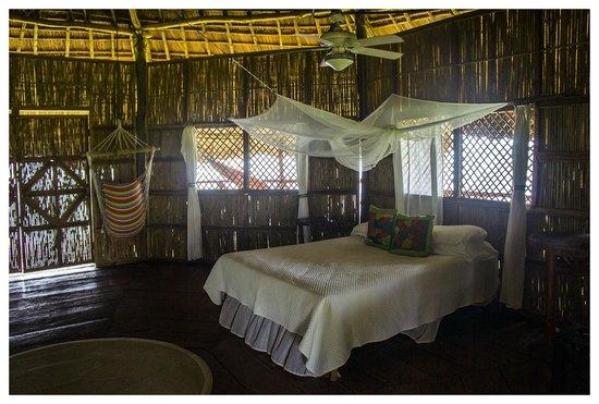 Yandup Island Lodge: Habitación por dentro