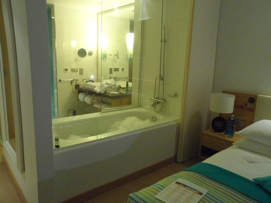 Radisson Blu Resort & Spa at Dubrovnik Sun Gardens: great bathroom