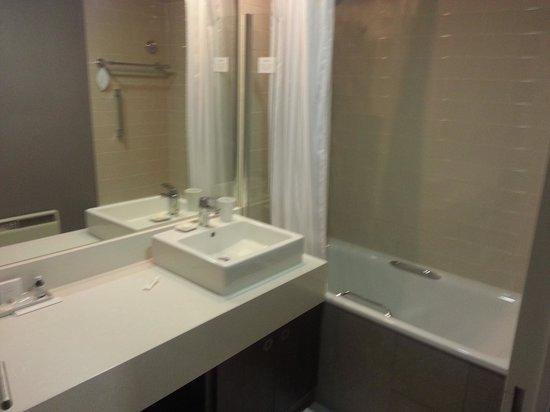 Citadines Trafalgar Square London: The bathroom