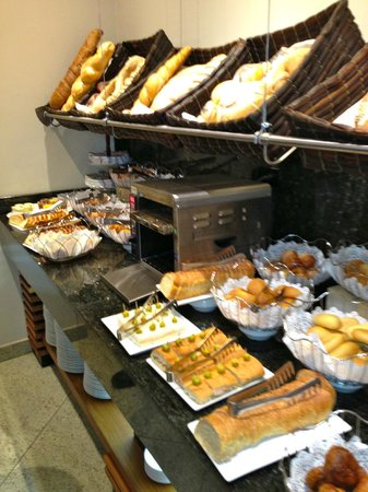 Sheraton Quito: bread choices at breakfast