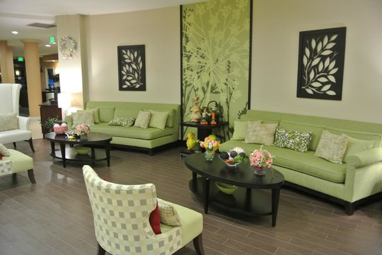 Fairfield Inn & Suites Elkin Jonesville: One of the seating areas in the lobby
